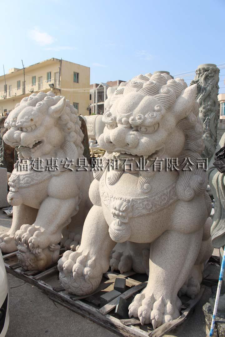 石头雕刻的狮子雕塑
